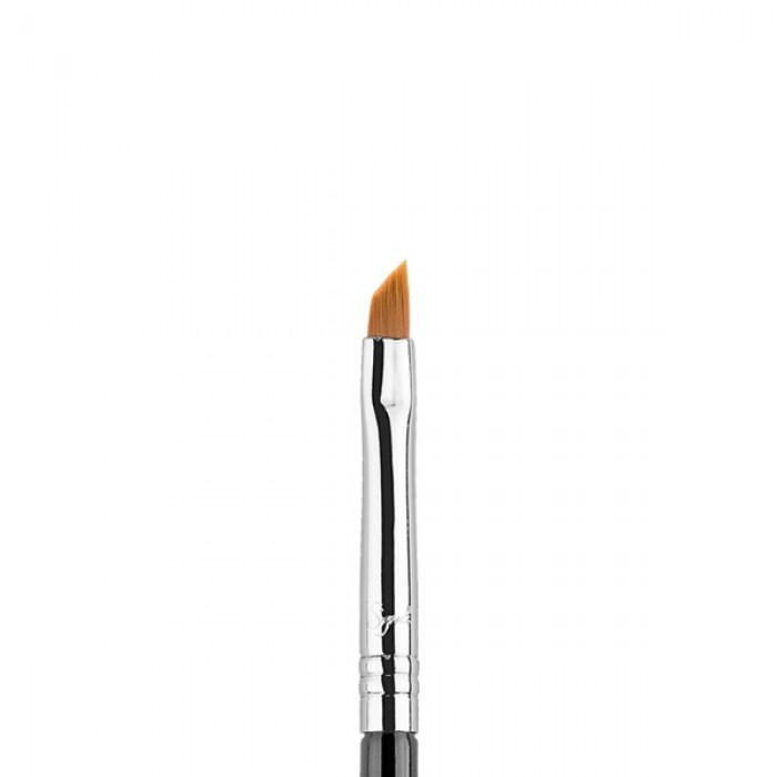 E06 Winged Liner Eye Brush by Sigma Beauty