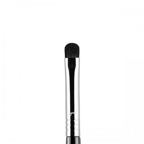 E21 Smudge Eye Brush by Sigma Beauty