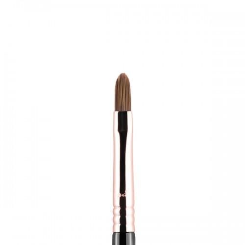 E46 Shader Inner Corner Eye Brush by Sigma Beauty