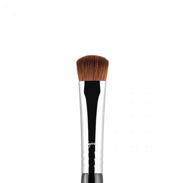 E59 Wide Shader Eye Brush by Sigma Beauty