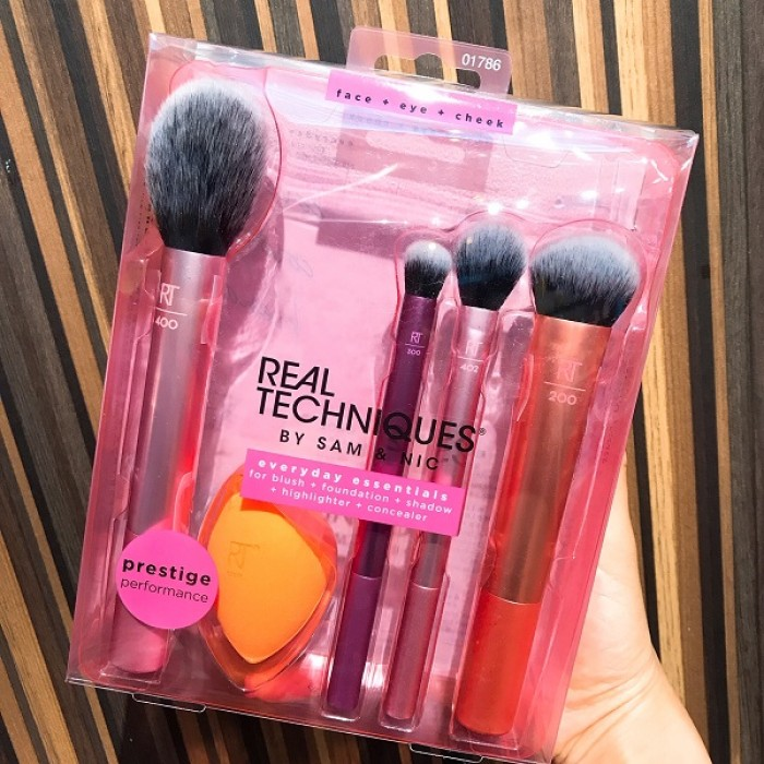 Everyday Essentials Brush + Sponge Set by REAL TECHNIQUES **5 Biz Days Delivery