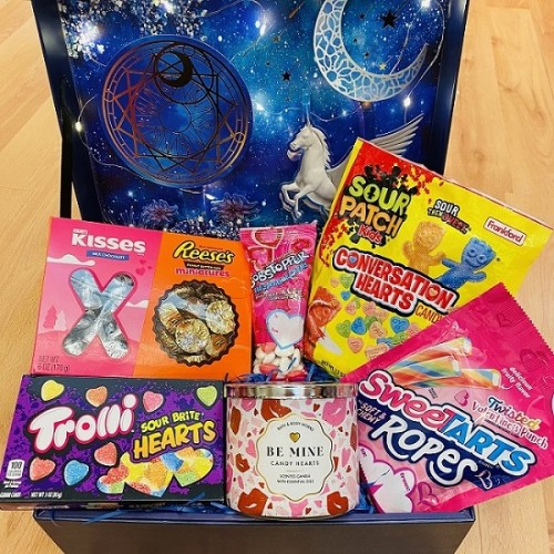 Giftbox A - Snacks & Candle